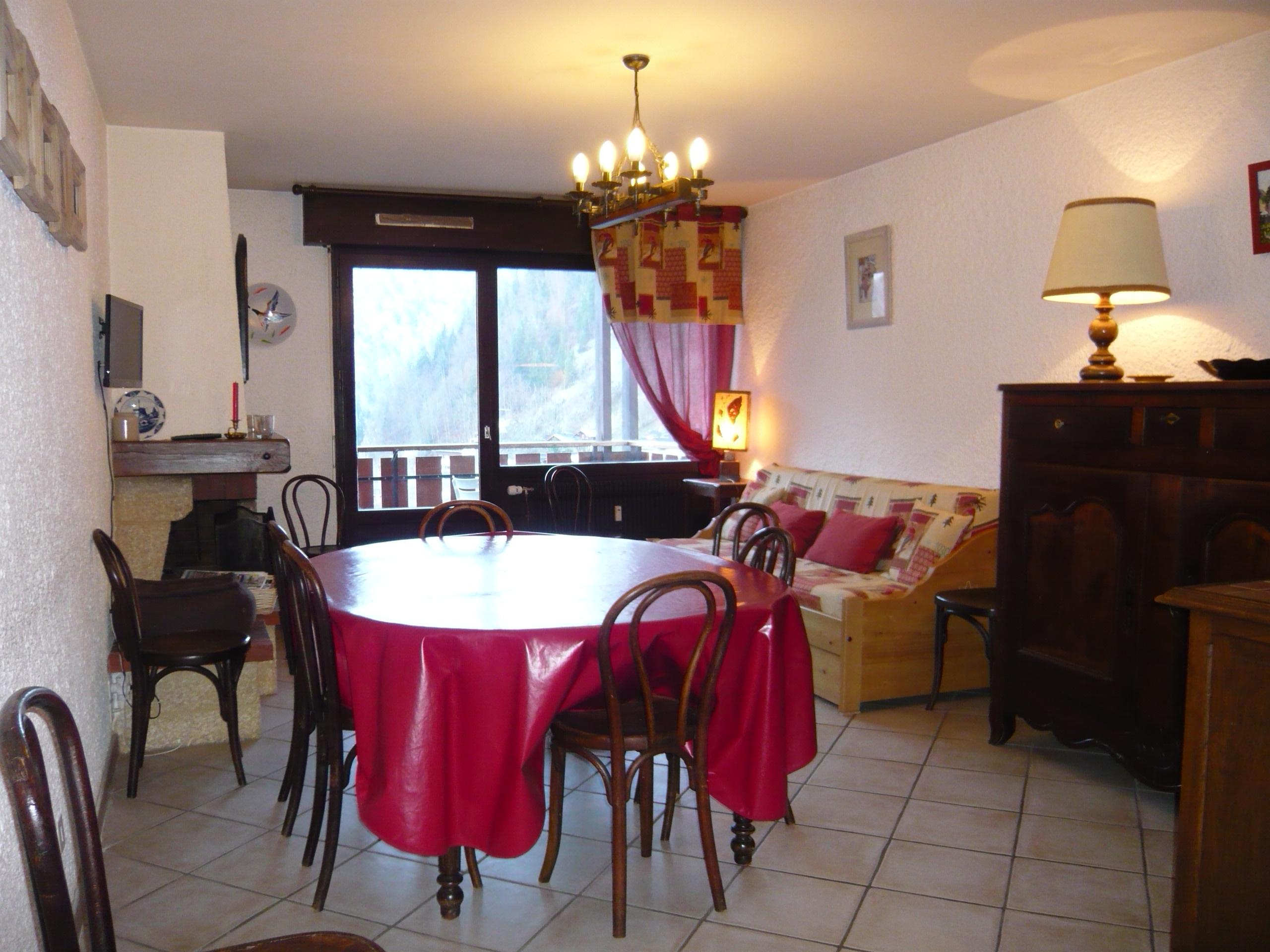 appartement dans r sidence 4 pi ces capacit maximum 10 personnes enfants compris 10. Black Bedroom Furniture Sets. Home Design Ideas